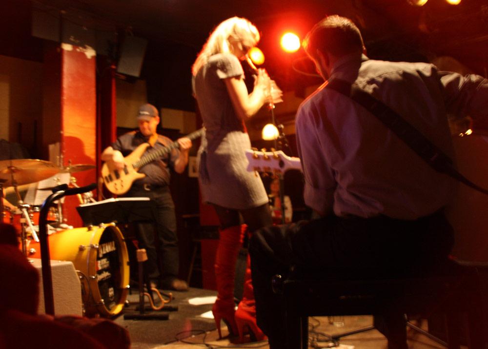 Cosma Sophia Leiner live mit MiezeKater