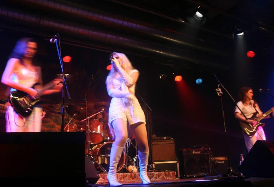 Cosma Sophia Leiner live mit den Mooncats